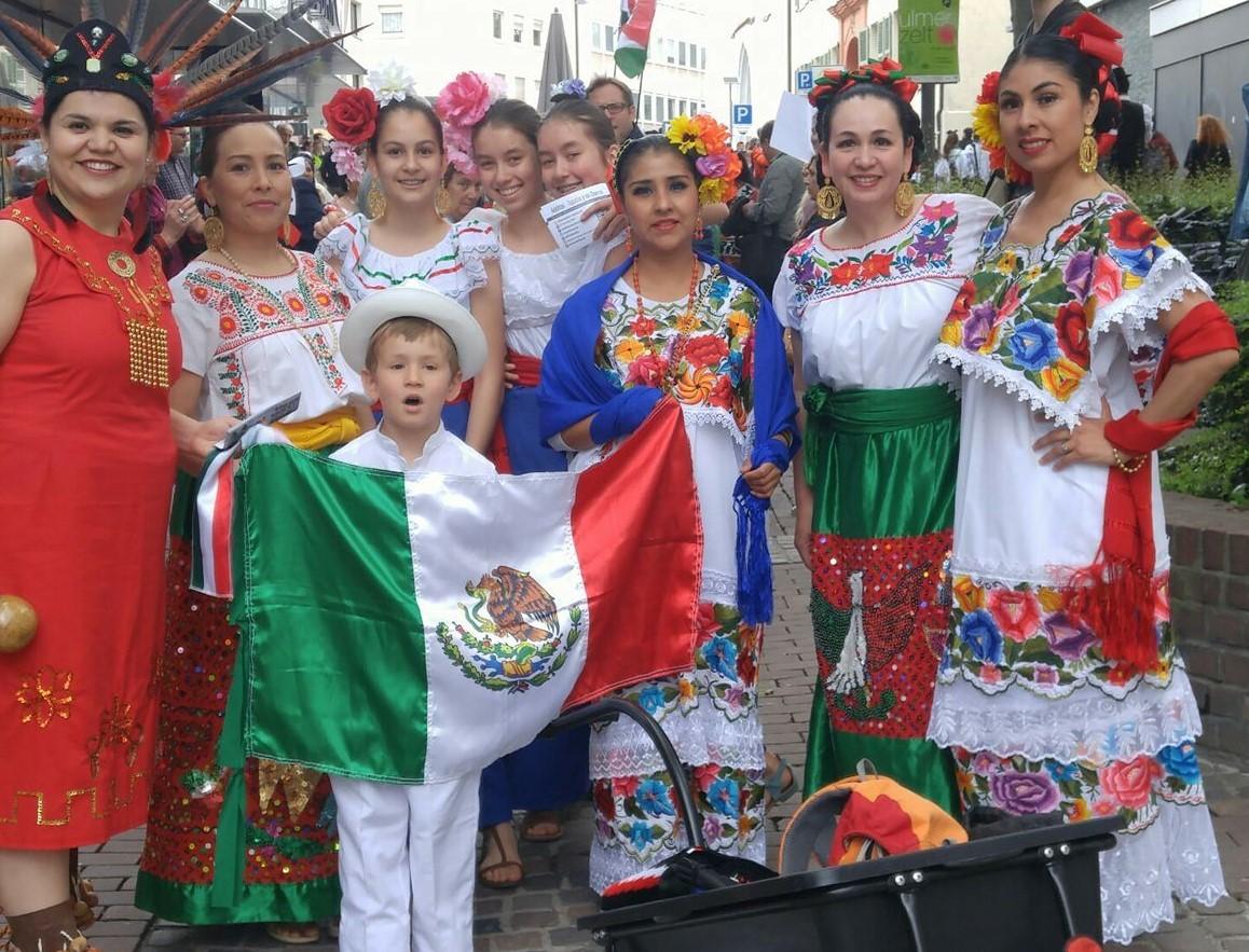 Mexikanische Tanzgruppe Adelitas Tapatias und Charros