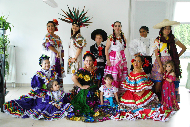 Grupo de baile folklórico